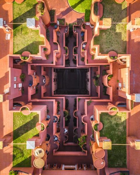 Город баланса и симметрии: Барселона с высоты птичьего полета